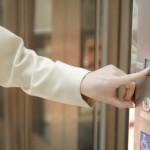 Accès à l'ascenseur et à certains locaux :<br>une carte d'accès sera requise
