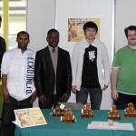 Vente de miel du rucher du Collège Ahuntsic<br>Félicitations aux étudiants!