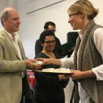 Nicholas Walker, enseignant d'anglais, reçoit un prix pour leadership en éducation
