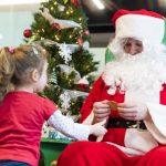 Dépouillement d'arbre de Noël : une activité pour les étudiants-parents du Collège Ahuntsic